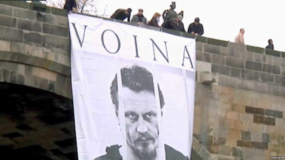 ВПраге задержали иизбили активистов арт-группы «Война»