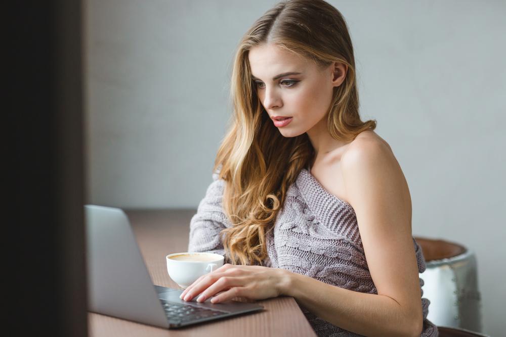 Заработать моделью онлайн в чехов работа в вебчате звенигово