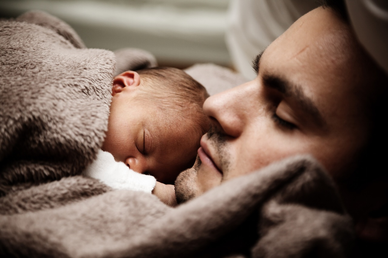 Чешский парламент одобрил идею оботпуске для отцов после рождения ребенка