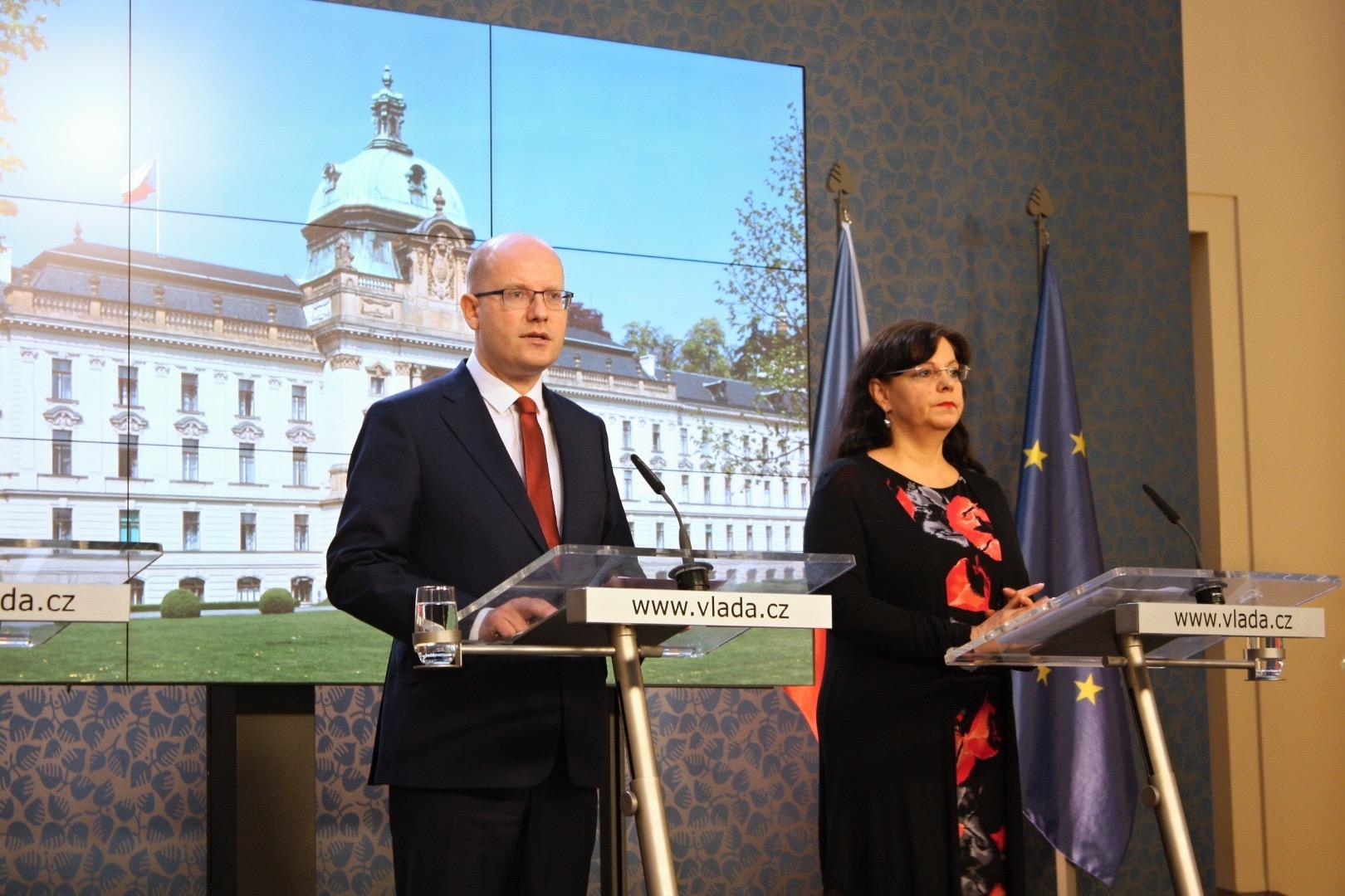 Чешское руководство сложит полномочия из-за министра, уклонявшегося отуплаты налогов
