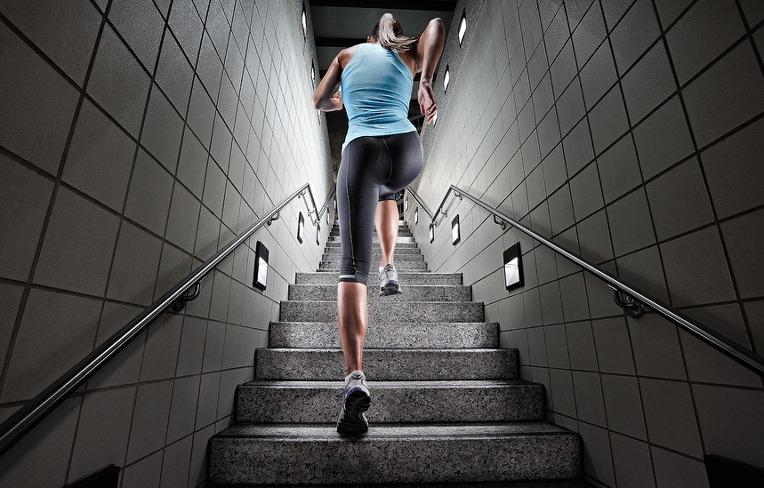 Сломанная лестница, по соннику миллера, например, трактуется как предвестница краха во всех делах.